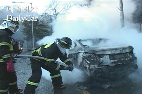 [김필수 칼럼] 겨울철 차량 화재 주의보..그 이유와 대책은?