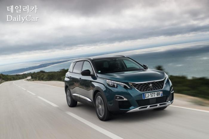 푸조 5008, 英서 '2018 올해의 대형 SUV' 선정..특징은?