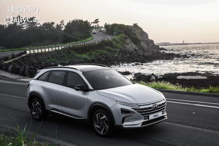 현대차가 공개한 미래형 수소전기 SUV..'넥쏘'는 어떤 차?