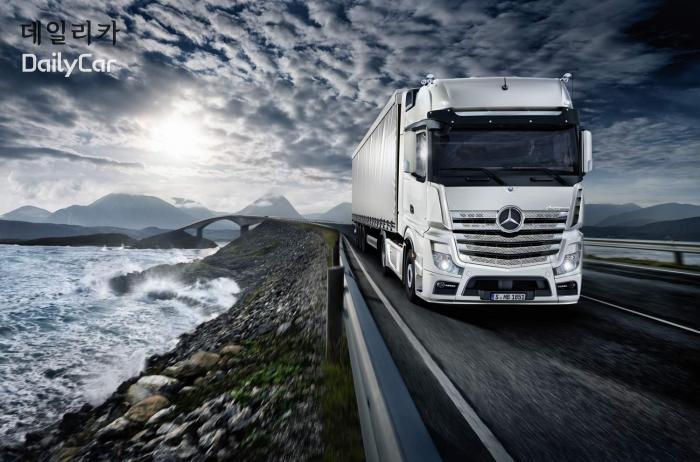 [구상 칼럼] 벤츠의 플래그십 트럭..악트로스의 디자인 특징은?