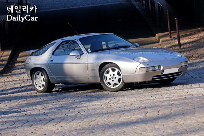 포르쉐 928